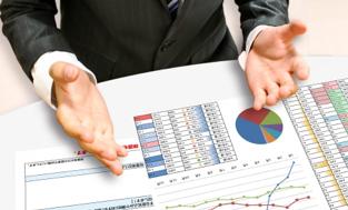 消費者金融や銀行で借りると、審査があって利用履歴が信用情報に残る