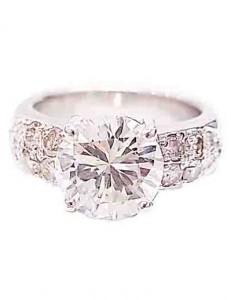 ダイアモンド付きプラチナのリング