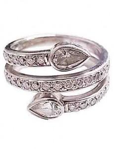 ダイヤモンド付きプラチナ製指輪