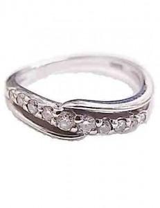 18金のダイヤ付きリング