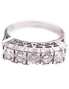 ダイヤモンド付きプラチナのリング