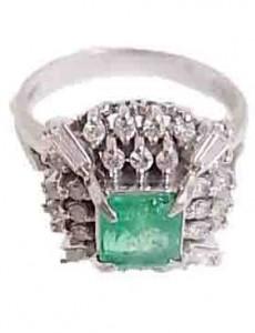 エメラルド付きプラチナ指輪