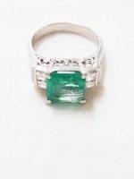 ダイヤとエメラルド付き指輪