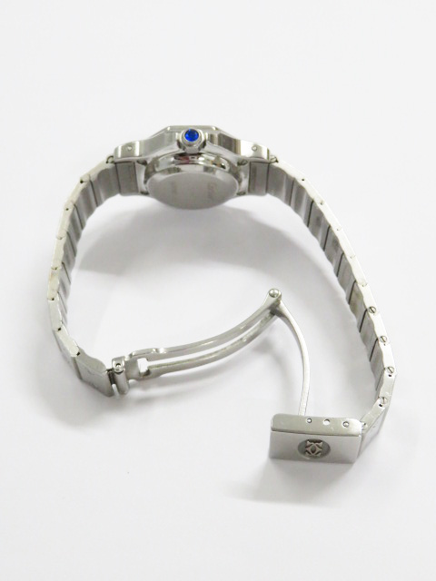 買取したカルティエ サントスオクタゴンSMの時計 ブレスを広げている