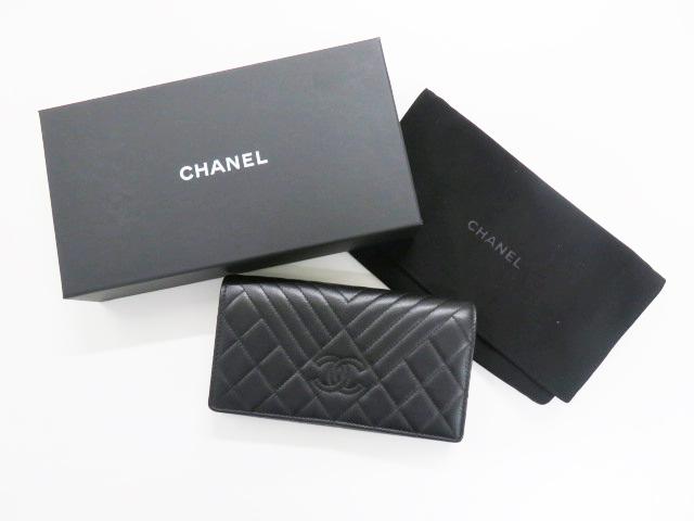 買取したシャネル Vステッチの二つ折り財布